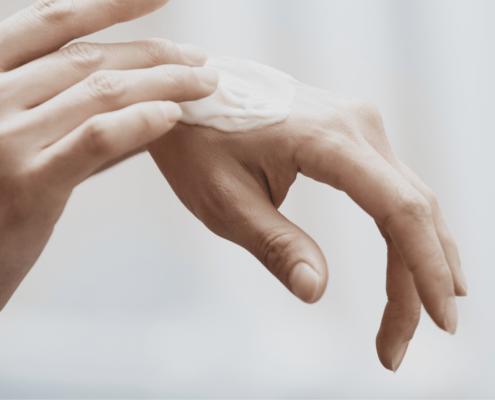Självsprickor på händerna